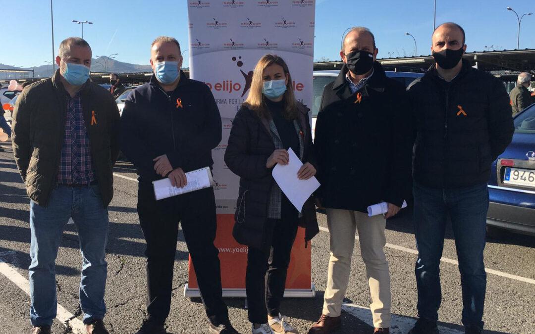 Más de dos mil vehículos se unen a la manifestación contra la Ley Celaá en Logroño